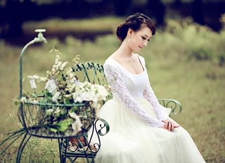 Những mẫu váy cưới cho cô dâu lùn 2018